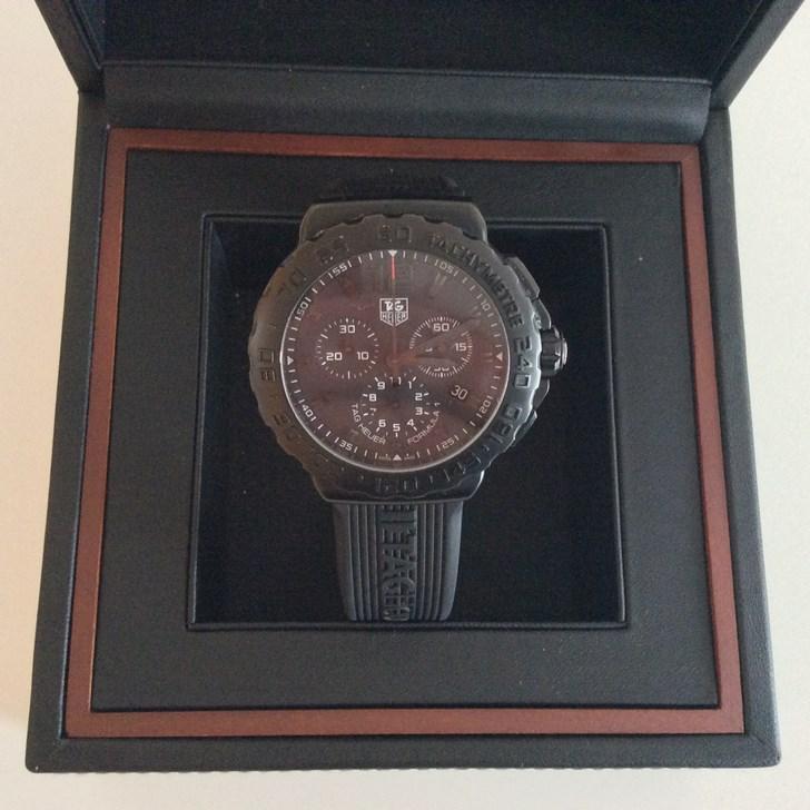 J'hésite entre trois montre (oris, breitling,tag heuer) O0hu9o11