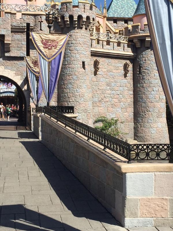 [Disneyland Resort] Le coin des petites infos - Page 2 Byziy-10