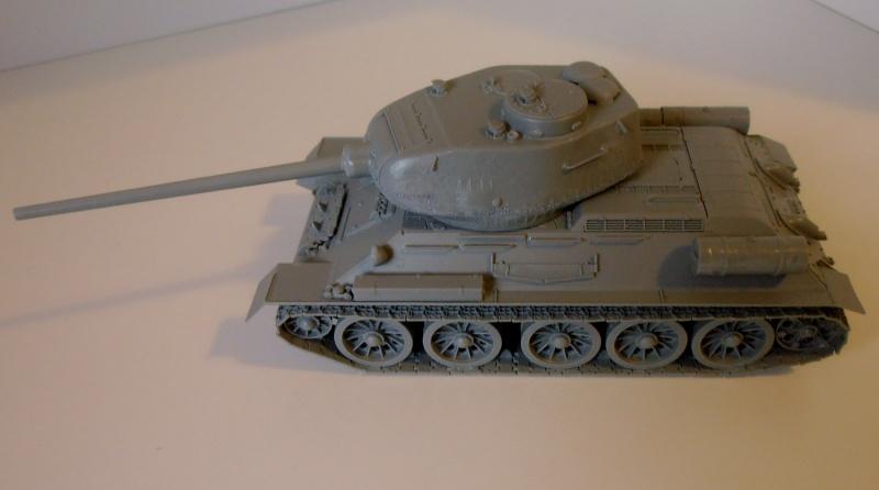 "T 34/85 ""  berlin la fin "" ( dragon 1/35eme et PE ) Pa120211"