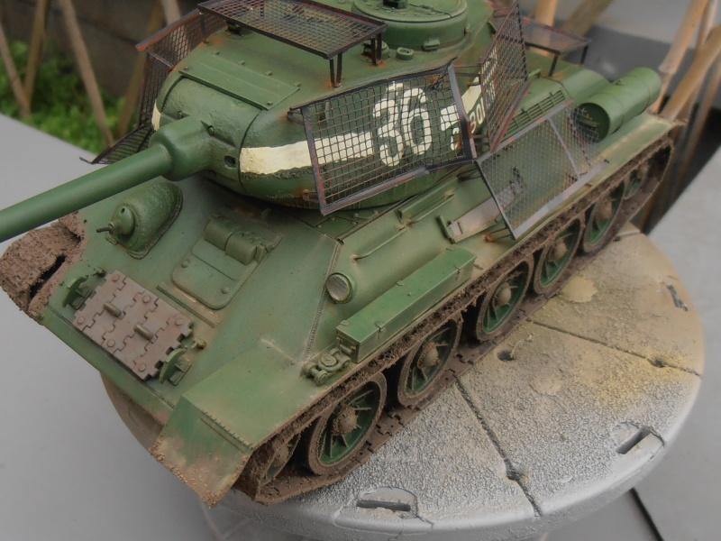 "T 34/85 ""  berlin la fin "" ( dragon 1/35eme et PE ) - Page 3 Pc100711"