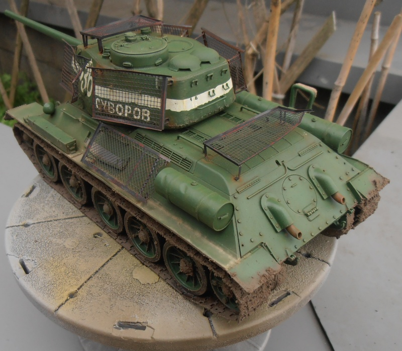 "T 34/85 ""  berlin la fin "" ( dragon 1/35eme et PE ) - Page 3 Pc100712"
