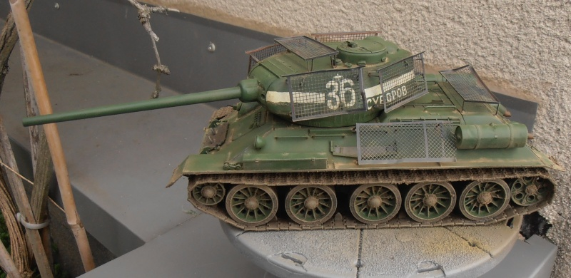 "T 34/85 ""  berlin la fin "" ( dragon 1/35eme et PE ) - Page 3 Pc120710"