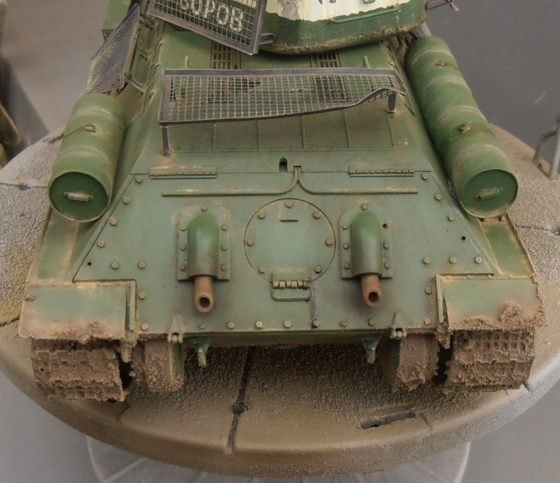 "T 34/85 ""  berlin la fin "" ( dragon 1/35eme et PE ) - Page 3 Pc120711"