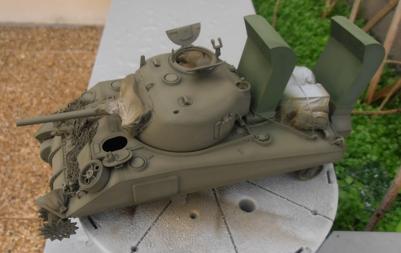 """Sherman M4   """" deep wading """" ( tamiya 1/35eme ) Pc200830"""