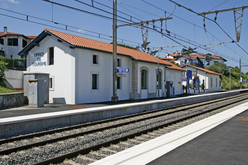 Pk 214,1: Halte de Guéthary (64) 01guyt10