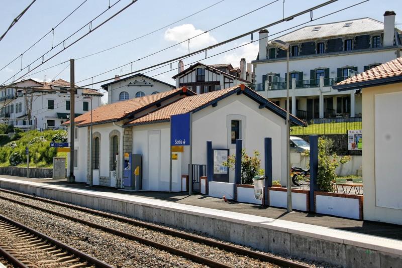 Pk 214,1: Halte de Guéthary (64) 02guyt10