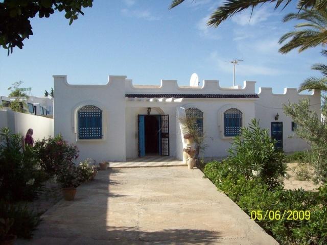 La Tunisie pays démocratique... 100_0010