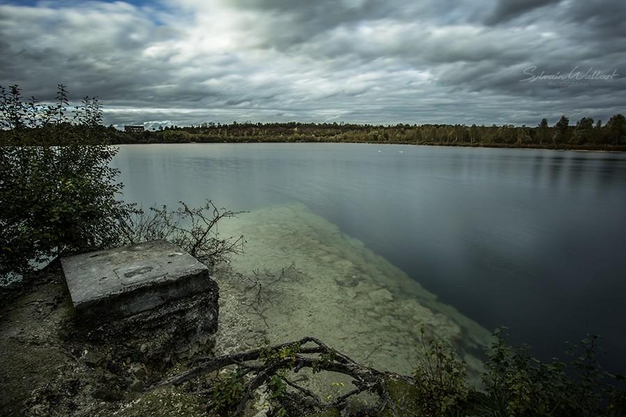 Le lac bleu, des menhirs, et la tache solaire Img_4411
