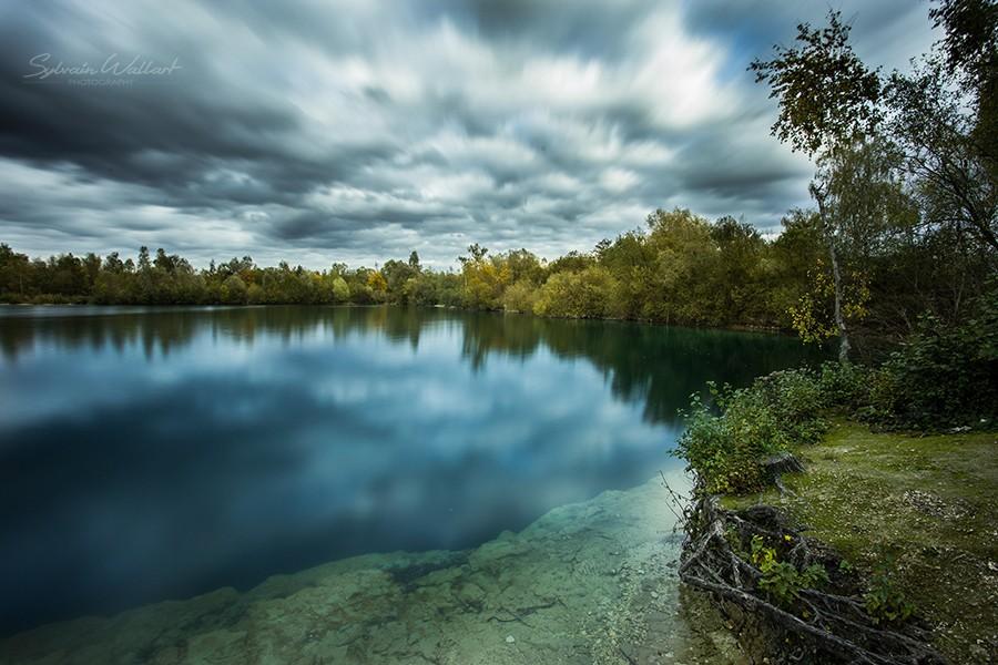 Le lac bleu, des menhirs, et la tache solaire Img_4412