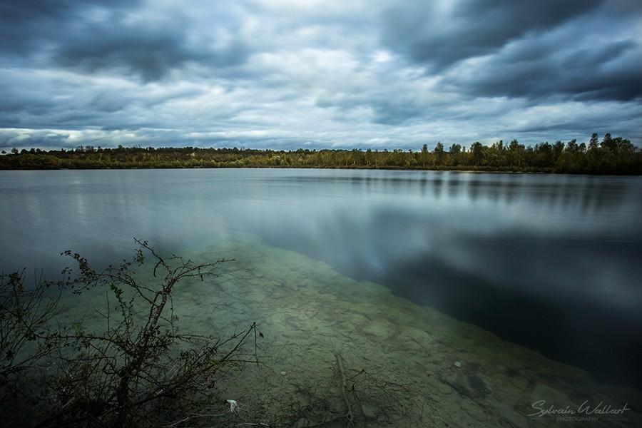Le lac bleu, des menhirs, et la tache solaire Img_4413