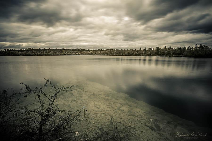 Le lac bleu, des menhirs, et la tache solaire Img_4414