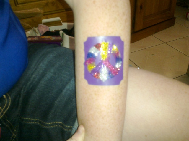 Glitter Tattoos - How to get crisp lines with mutli colours? 00611