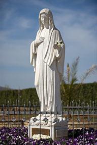 SONDAGE : Description détaillée de la Reine de la Paix telle qu'elle apparaît à Medjugorje ! 06-04-10