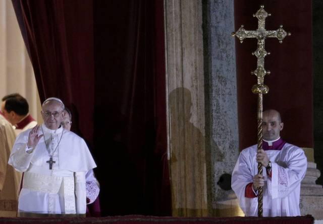 SONDAGE : Une étrange photo du Pape François apparaît lors de son intronisation ! - Page 3 31620310