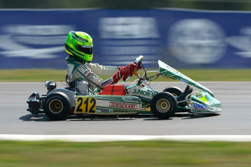 Michael Schumacher - World Champion 94 - 95 - 2000 - 2001 - 2002 - 2003 - 2004 - Page 22 10517510