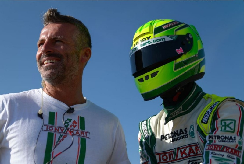 Michael Schumacher - World Champion 94 - 95 - 2000 - 2001 - 2002 - 2003 - 2004 - Page 23 Efer11