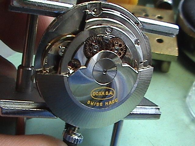 Quelle est votre montre la plus vieille ? - Page 2 Dsc01111