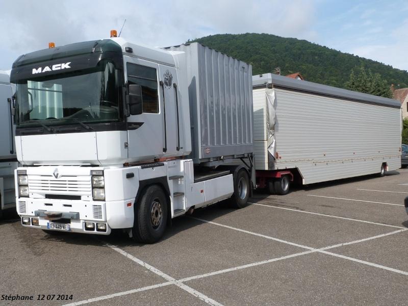 Les Camions des forains - Page 4 P1250044