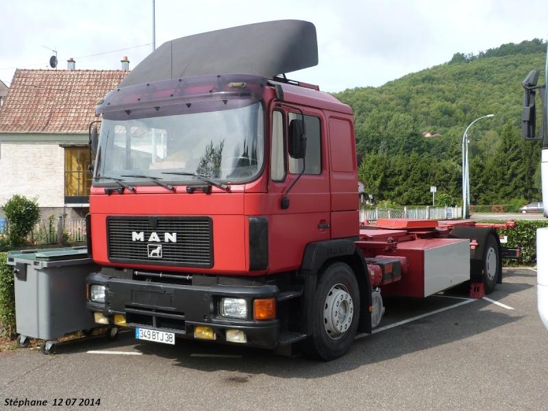 Les Camions des forains - Page 4 P1250046