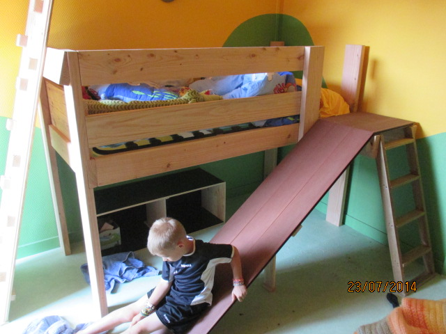 Projet de toboggant pour la cabane dans les arbres de mon fils, vos idées? Img_0377