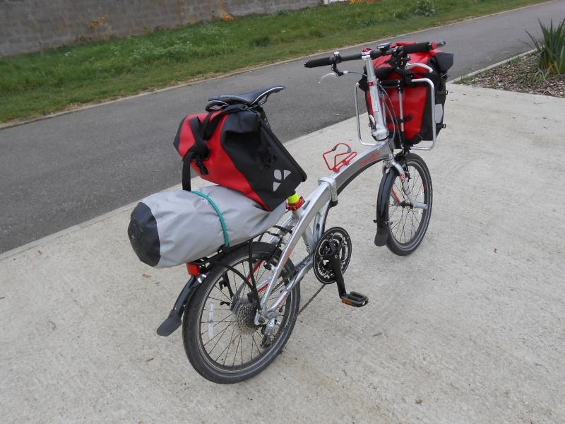 Porte-bagages de selle et utilisation de sacoches Front Vaude Aqualine 00510