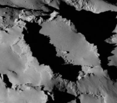 Rosetta : Mission autour de la comète 67P/Churyumov-Gerasimenko  - Page 4 Crater10