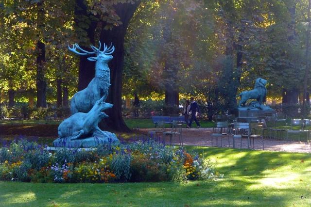 Choses vues dans le jardin du Luxembourg, à Paris - Page 2 Octobr11