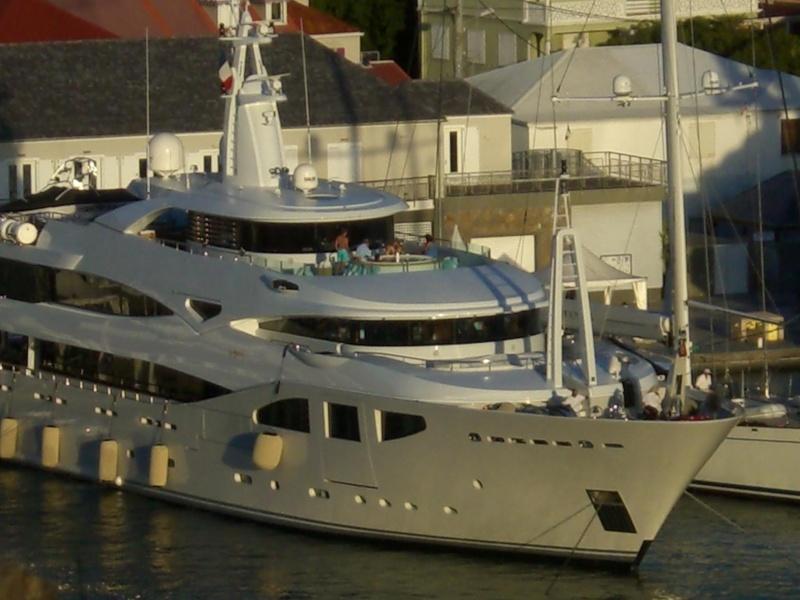 Une nouvelle idée super yacht 70 m le WM70 - Page 18 Cimg5510