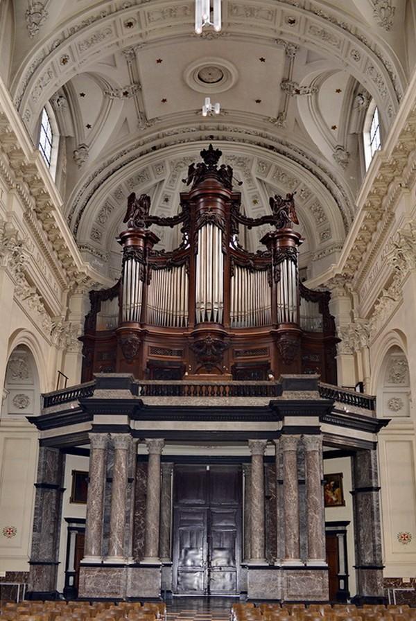 La Collégiale Saint Aubin a Namur. 2014-146