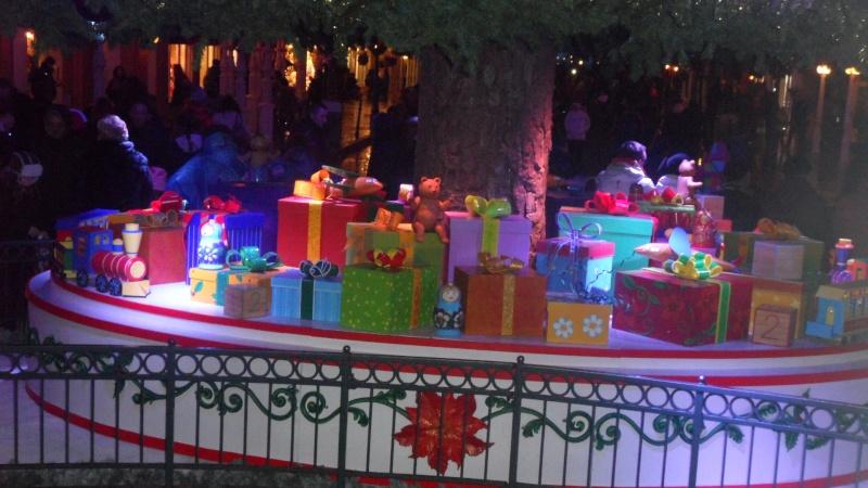 Les saisons de Noël au parcs a travers les années depuis 1992 ! ^^ - Page 2 Sam_1111