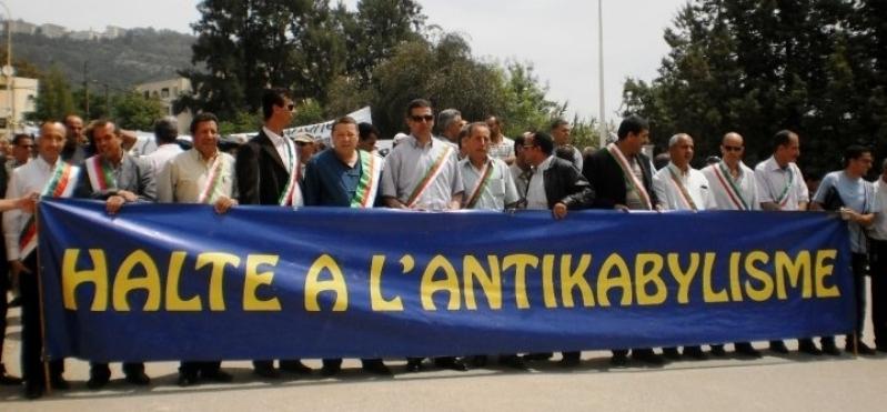 Manifestation des élus du RCD contre l'antikabylisme de l'État algérien 411