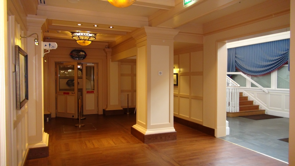 Rénovation de l'hôtel Disney's Newport Bay Club (photos de l'intérieur des chambres page 2) - Page 22 Dsc02811