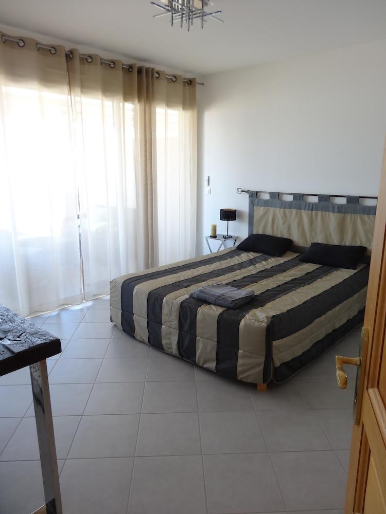 Loc de vacances en Corse appart' sympa côté déco. Dsc05416