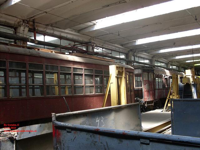 Tramvaie de epocă restaurate la TCE Ploiești 75669110