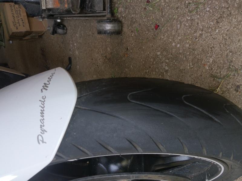 Quel risque de voir decrocher un pneu avant bien fatigué sur route seche et chaude? - Page 2 Dsc_0010