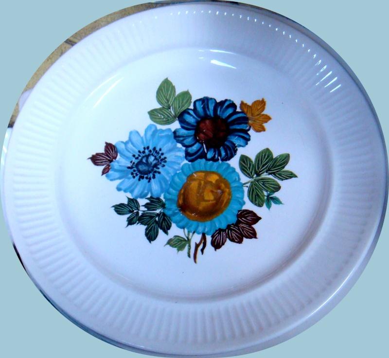 Cornflower D821 -Kelston retro 3 blue flowers on Apollo Dsc02323