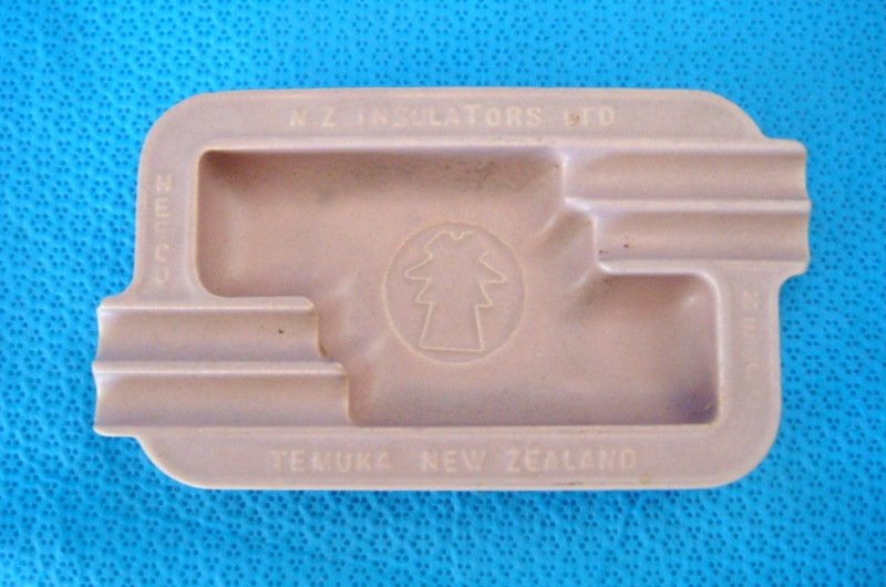 NZ Insulators / Neeco / Temuka ashtray Dsc02325