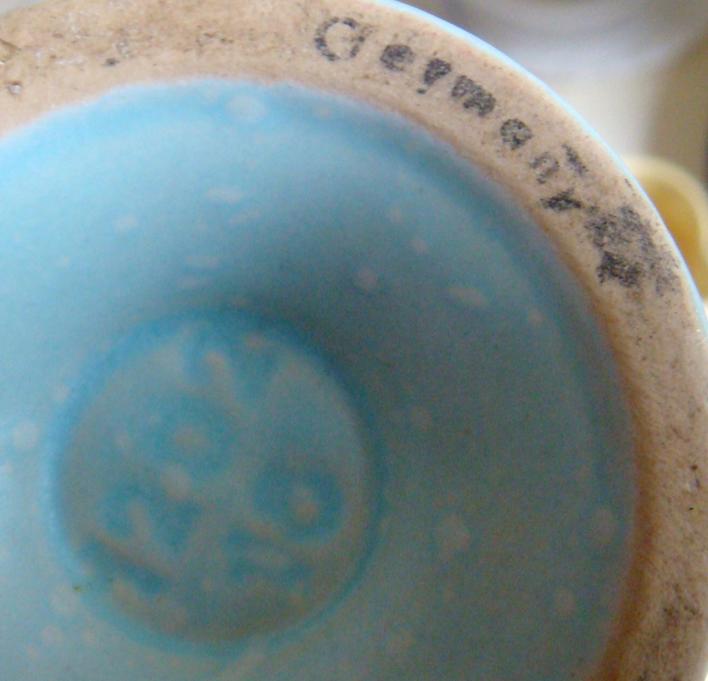 Which pieces of Titian pottery were copied from overseas potteries? Dsc02413