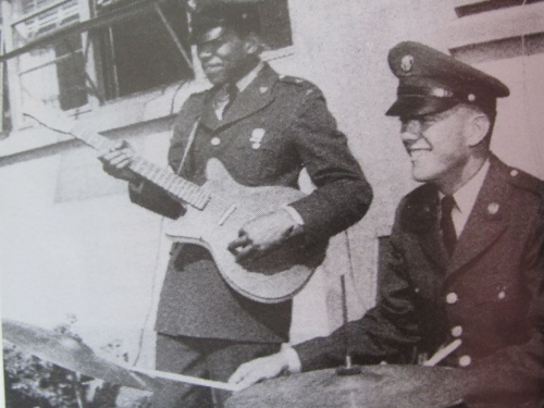 Ses guitares Army10