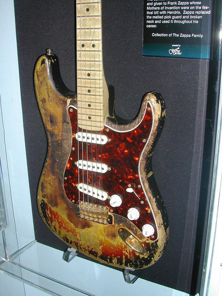 Ses guitares E4fd3_10