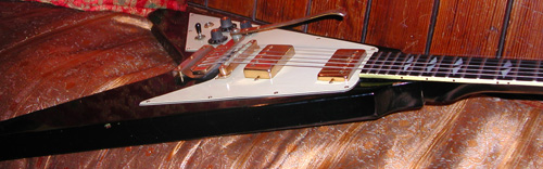 Ses guitares Fv4bw810