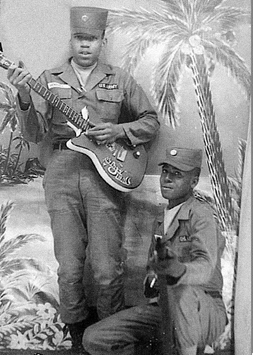 Ses guitares Usarmy10