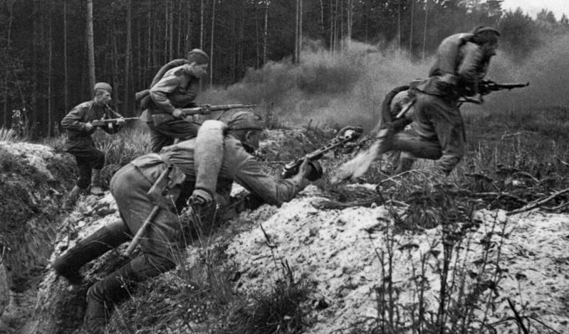 1945, la Wehrmacht et l'armée américaine attaquent l'Union Soviétique ! - Page 4 1013