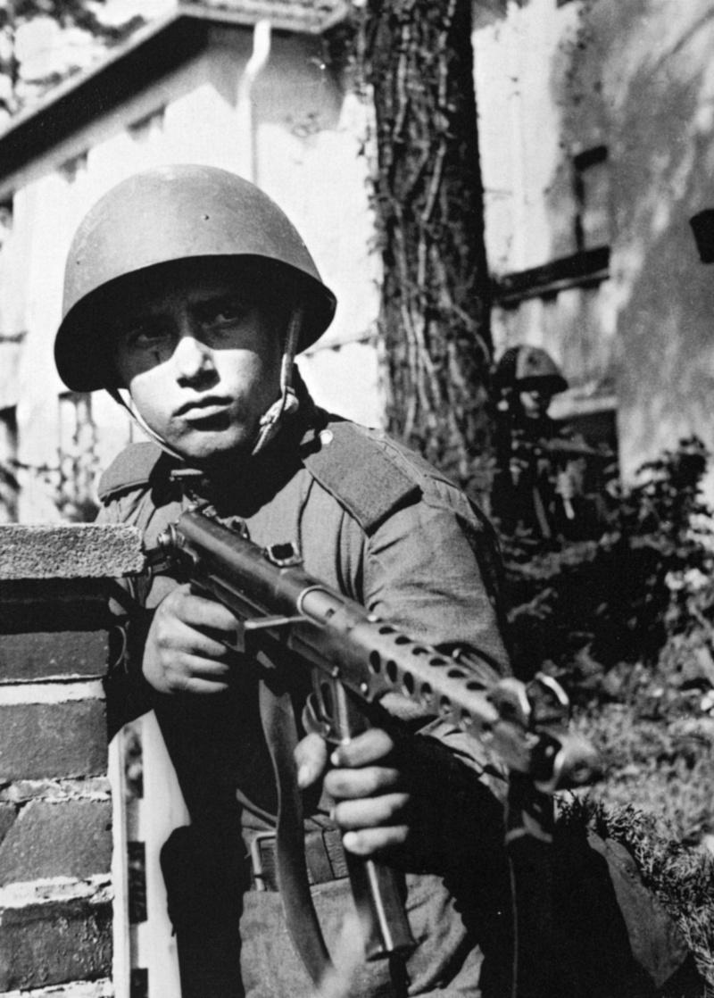1945, la Wehrmacht et l'armée américaine attaquent l'Union Soviétique ! - Page 4 1210