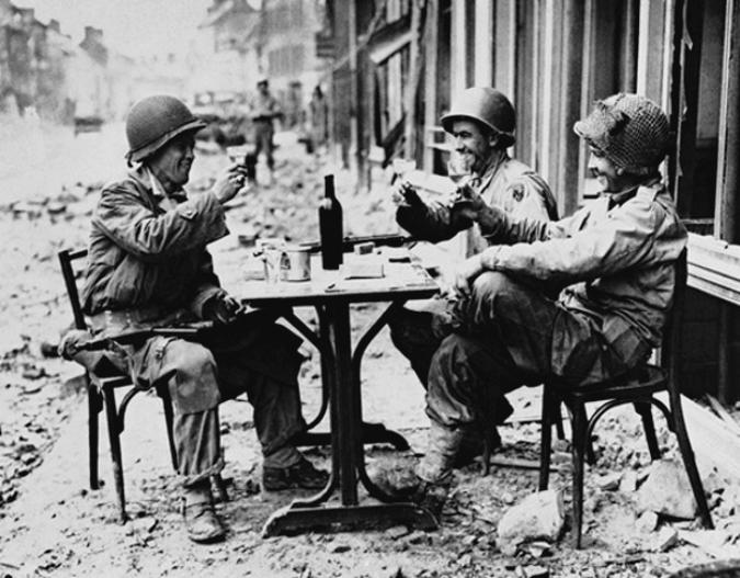 1945, la Wehrmacht et l'armée américaine attaquent l'Union Soviétique ! - Page 4 1912