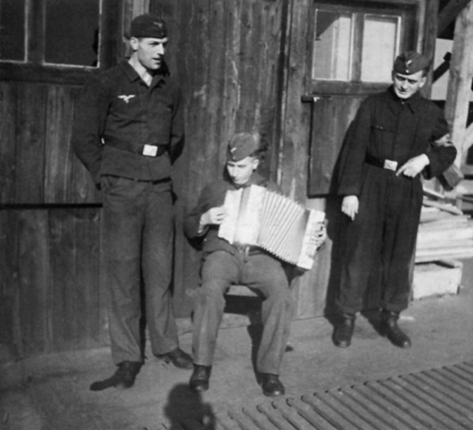 Soldats de la Luftwaffe - Page 6 3610