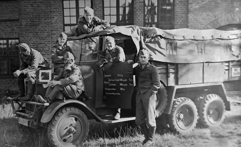 Véhicules divers affectés à la Luftwaffe - Page 3 6546810