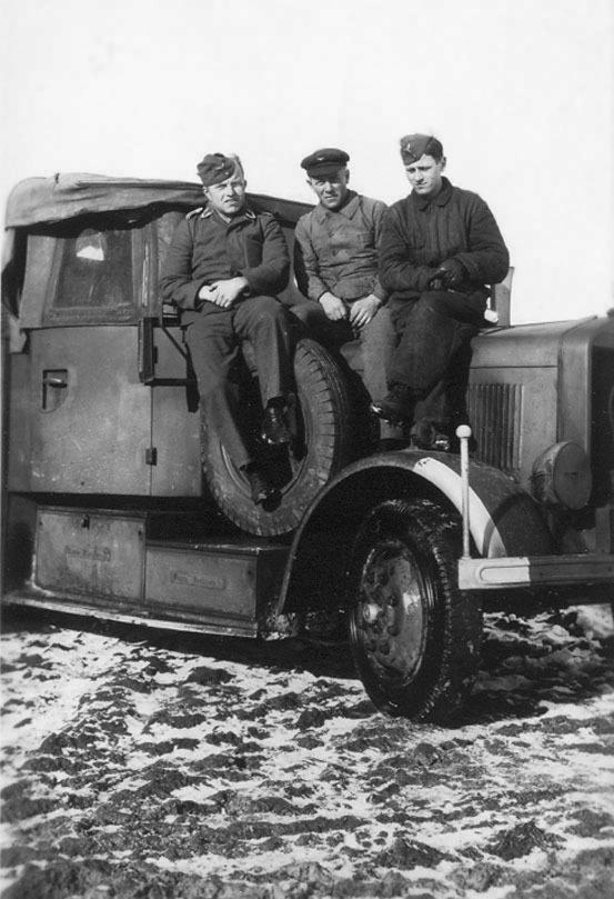 Les Calots de la Luftwaffe 7811010