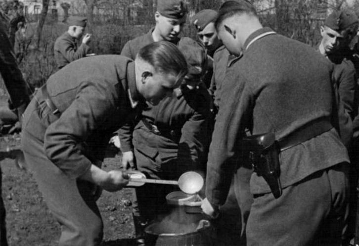 Les soldats de la Luftwaffe au repos ! - Page 2 Ba10