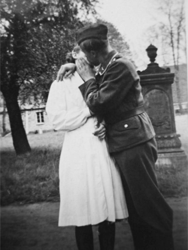 Les soldats de la Luftwaffe au repos ! - Page 2 Bb110